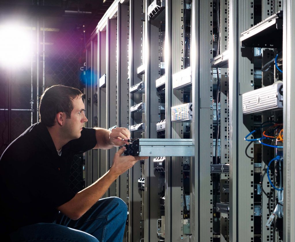 Managed and unmanaged hosting service